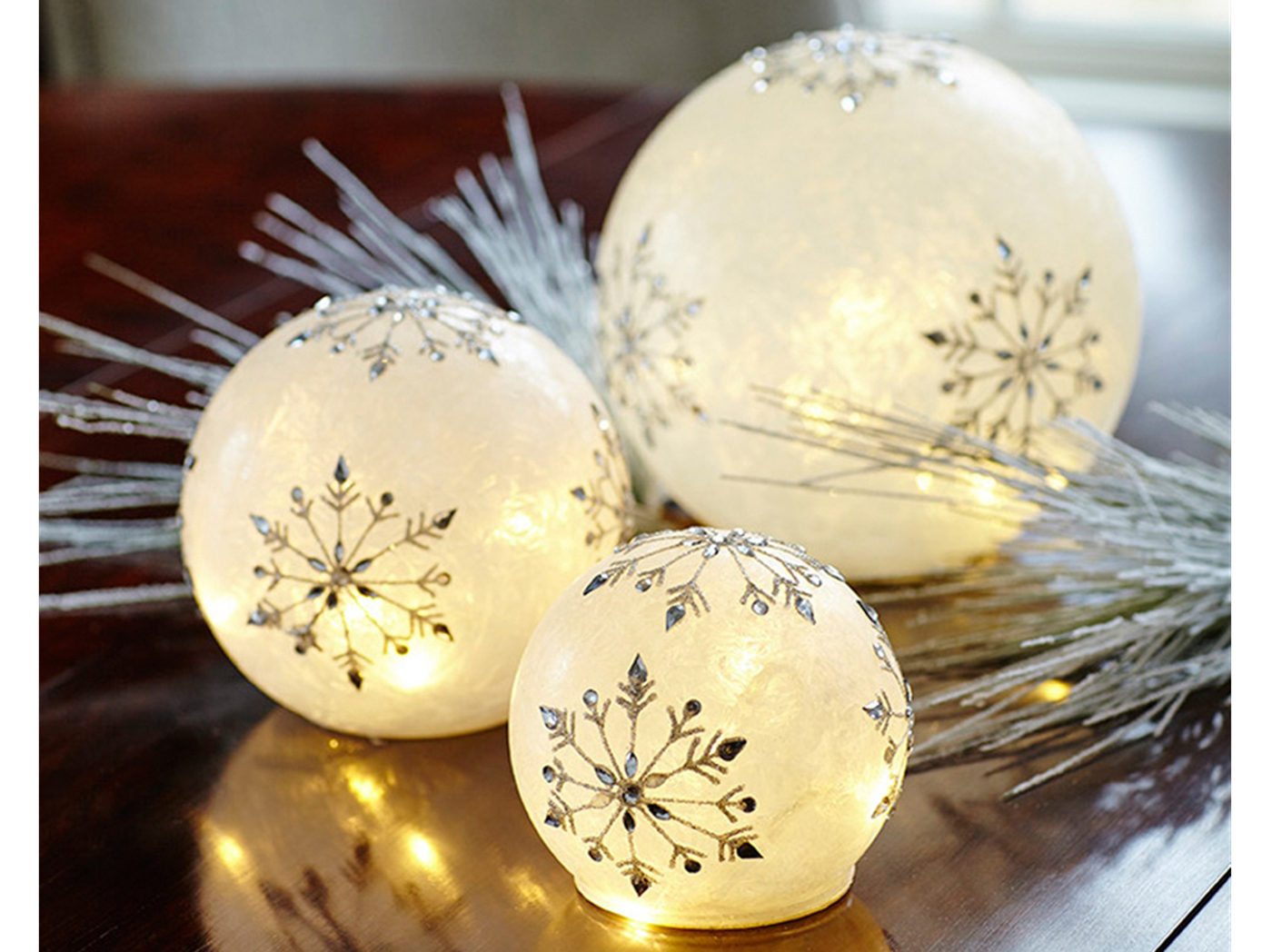 "Set of 3 Snowflake Globes up to 8""H"