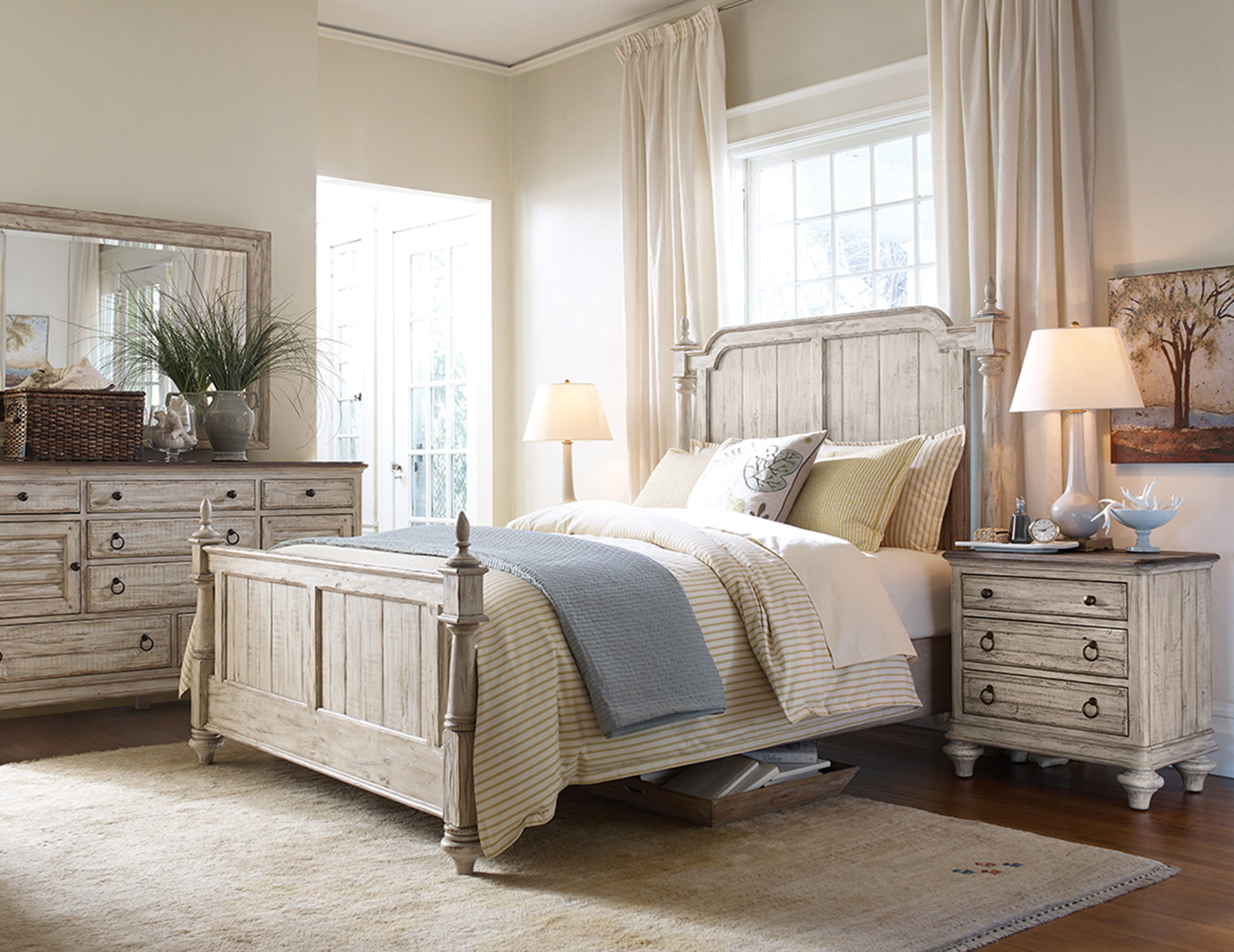 Weatherford Queen Poster Bed