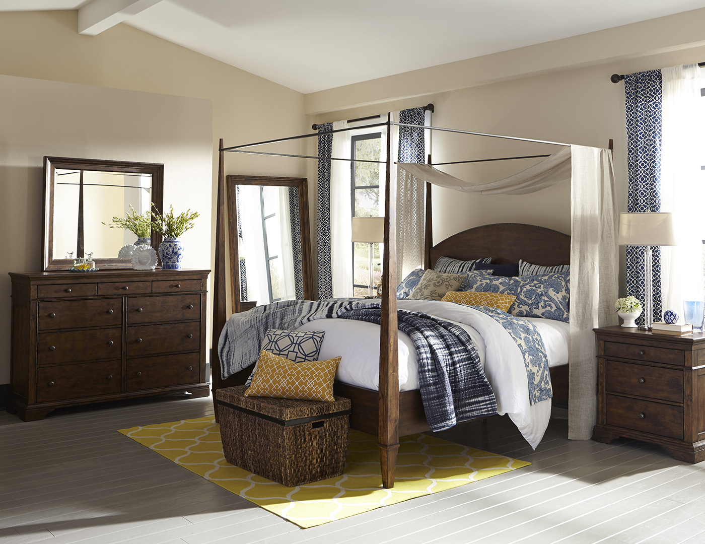 Trisha Yearwood King Poster Canopy Bed