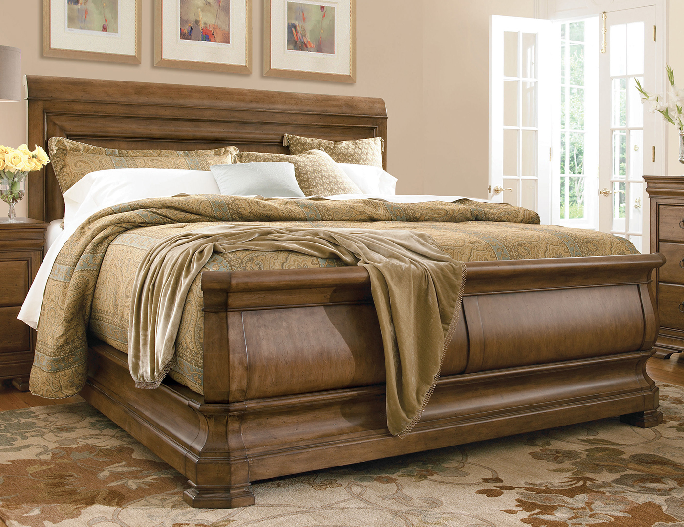 New Lou King Sleigh Bed | Steinhafels